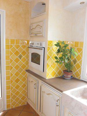 Faience cuisine jaune id es de d coration et de mobilier for Faience cuisine grise